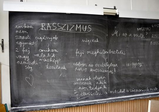 Rasszizmus lógós feladat<br />Fotó: Nem Privát Színház