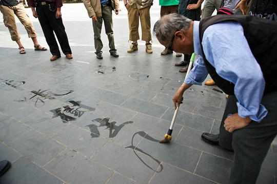 Chinese_water_calligraphyx.jpg