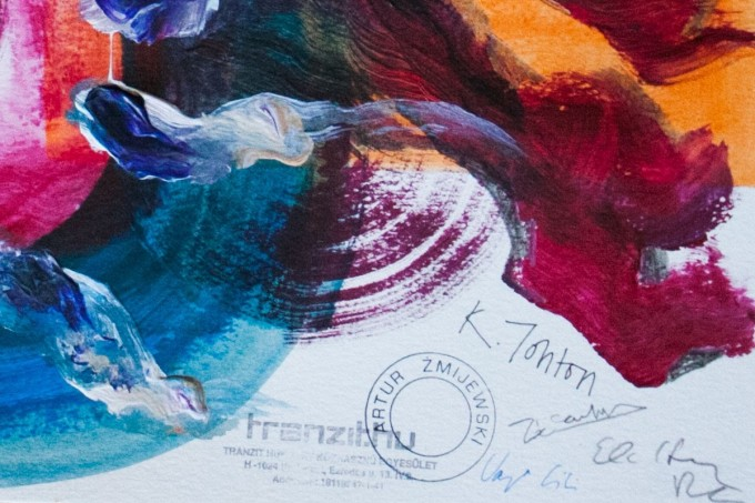 Ajándék a szomszédaimnak. A workshop során készült festmények egyike. A projekt résztvevői: Katie Johnston, Zoe Carlon, Varga Lili, Artur Zmijewski, Papp Dóra. Fotó: Papp Dóra