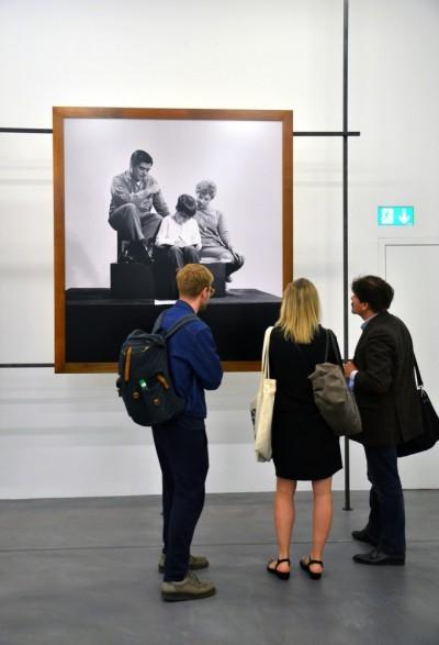 Oscar Bony Working Class Family című munkája a történeti kiállításban Fotó: Szigethy Anna