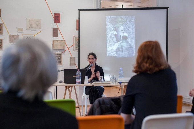 Adrian Sudhalter 'Trouble with his Passport' c. előadása Tristan Tzaráról. Fotó: Simon Zsuzsanna