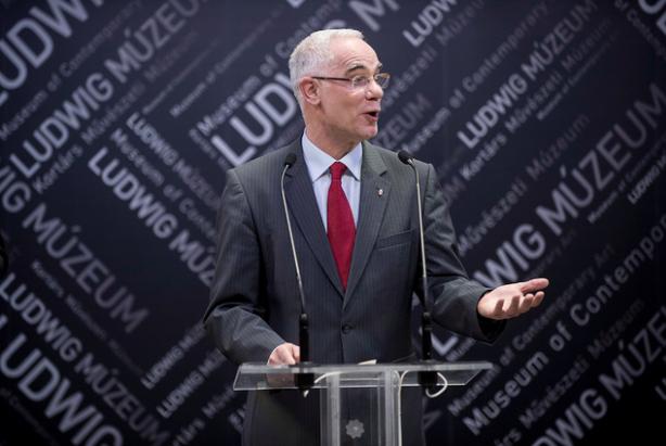 Balog Zoltán miniszter beszél a Ludwig Múzeumban, Susan Swartz kiállításának megnyitóján 2016. dec. 9-én. Fotó: Glódi Balázs, Ludwig Múzeum