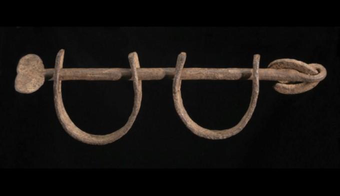 Hajóroncsból felhozott rabszolga bilincsek