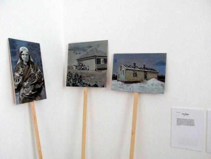 Nemes Csaba: Cím nélkül, 2013  installáció. Kiállítva a Transgressing the Past, Shaping the Future kiállításon az ERIAC berlini megnyitóján. Kurátor: Junghaus Tímea. Forrás: nemescsaba.com
