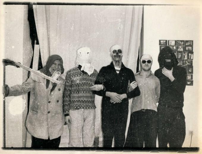 HSZ csoportkép (Háy Ágnes Dance Macabre címû kiállításán, amelyet a Hejettes Szomlyazók nyitottak meg), Liget Galéria, 1991 – Fotó forrása: Ludwig Múzeum