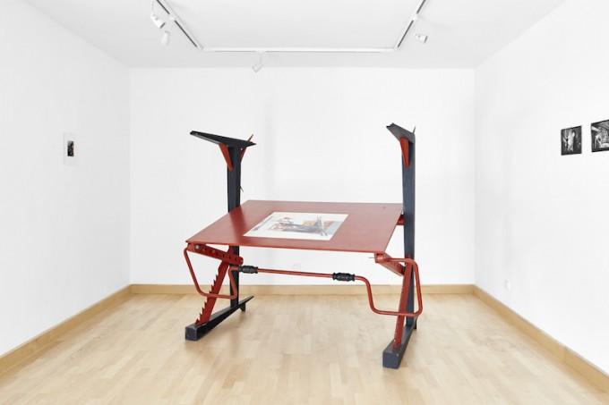 Engedetlen szerkezetek. A képen: Rajk László 1983-as Munka asztal című alkotása. Fotó: Biró Dávid
